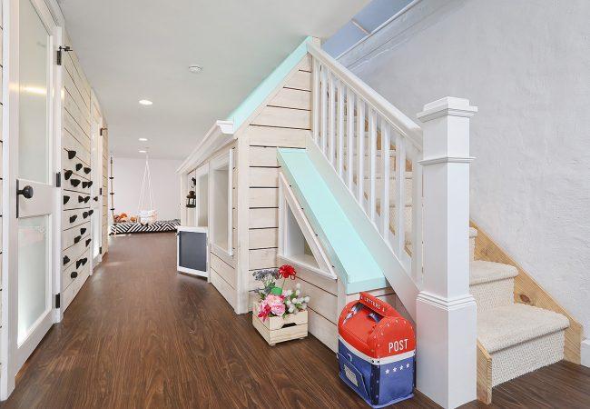 Basement-PlayroomStairs