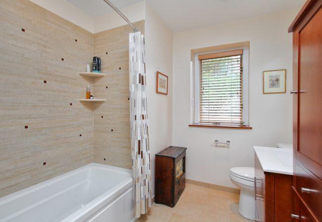 Wynnewood Modern Kitchen & Baths 6
