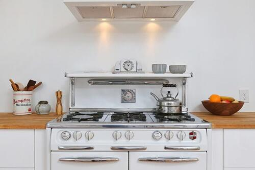 Kitchen addition with modern design and a retro stove