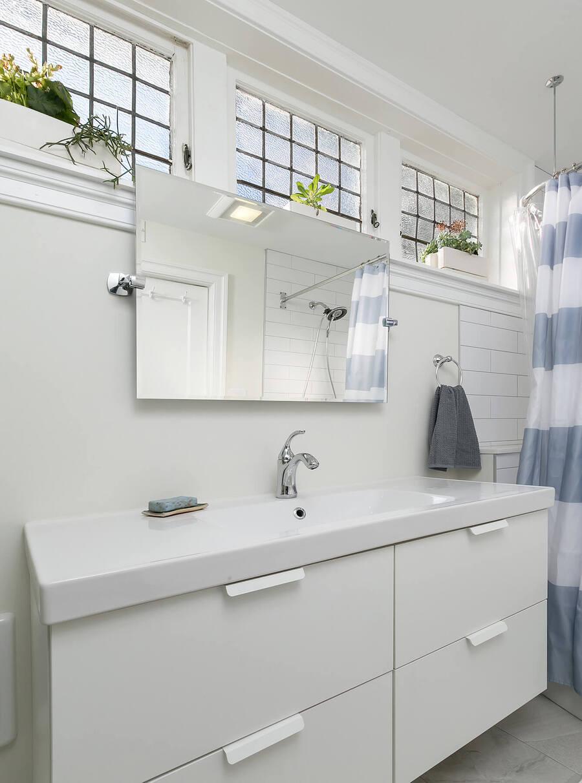 White Modern Bathroom Sink and Mirror